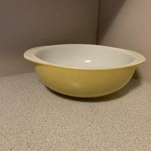 Vintage Pyrex 2 QT Mustard Yellow mixing bowl 024